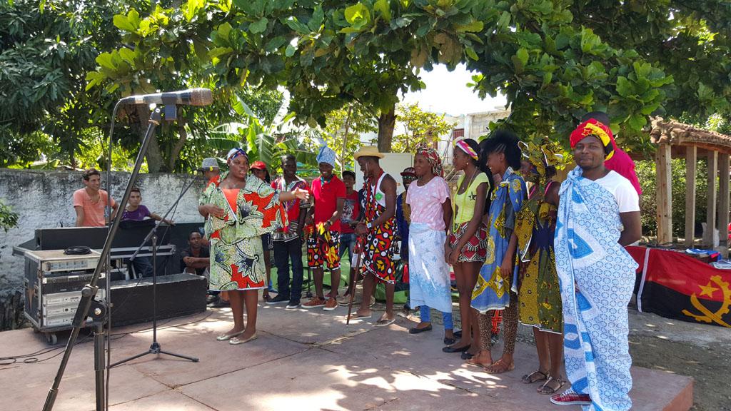 Exposición de trajes típicos, comida tradicional y espectáculo músico danzario de la cultura angolana. Desarrollado en Centro Cultural Casa del Taita, Casa del Teniente Gobernador, el 24 de octubre de 2015-UHO/Foto: Yaima Rodríguez Morales