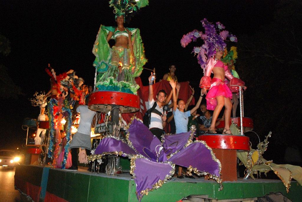 Carnaval Universitario en Holguín en saludo al 93 aniversario de la FEU. 16 de diciembre de 2015. UHO FOTO/Francisco Cordón González.