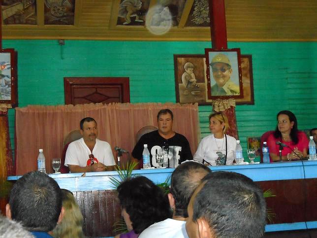 Recientemente, el municipio de Báguanos se vistió de júbilo por la presencia del Héroe de la República de Cuba, Ramón Labañino Salazar, acompañado de su esposa Elizabeth, y una decena de amigos representantes de diferentes Comités de Solidaridad con el mundo. Desarrollado en el municipio Báguano, el 02 de noviembre de 2015. UHO FOTO/Yosvanys González Murillo