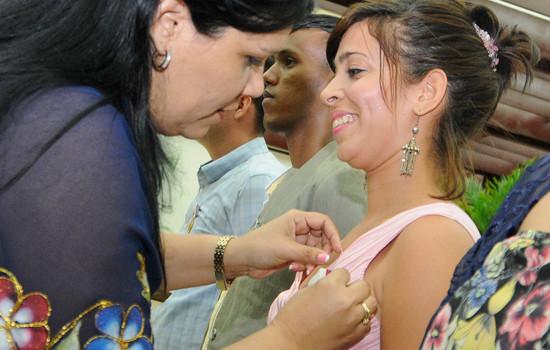 Entrega oficial de la Medalla José Antonio Echevarría. Luis Alberto Periche Paterson en segundo plano cuando recibía la condecoración. Foto tomada del sitio: www.juventudrebelde.cu