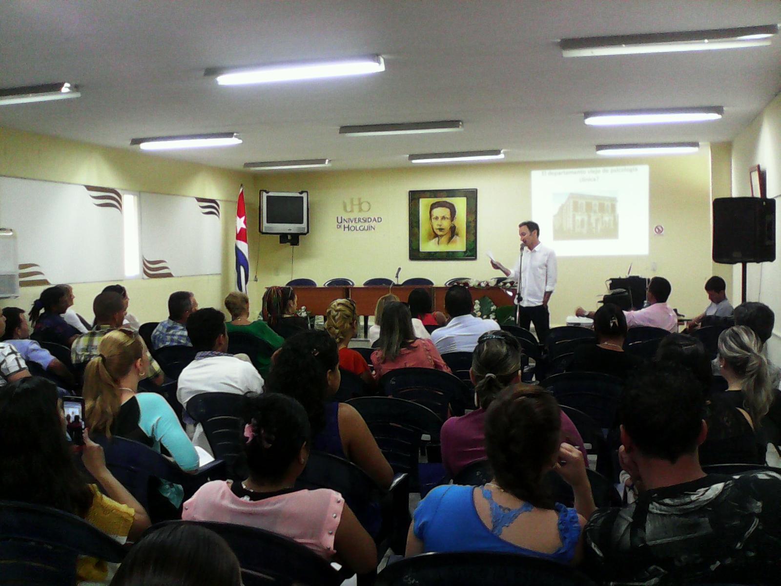 El Dr.C Stephen J. Melluish, al concluir su presentación en la jornada final de Psicología Aplicada (PSICAP 2016). Foto/Yudith Rojas Tamayo