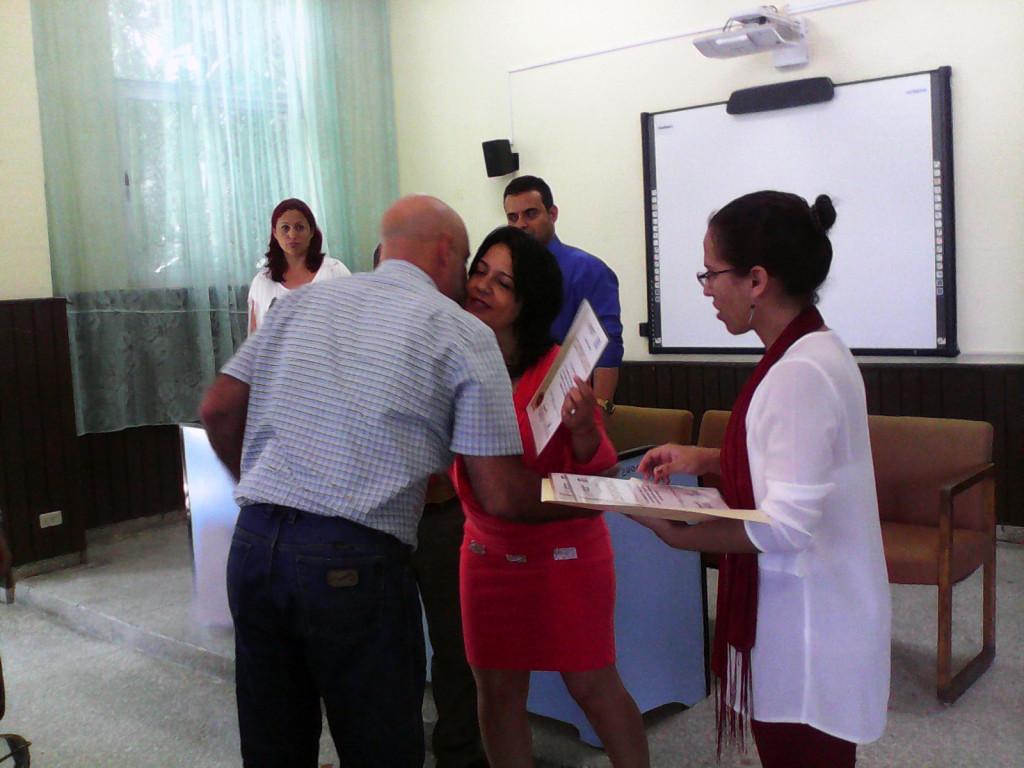Con una felicitación especial, culminó este viernes el proceso de acreditación a la carrera de Ingeniería Industrial. Desarrollado en la sede OscarLucero Moya, el 27 de mayo de 2016. UHO FOTO/Yudith Rojas Tamayo
