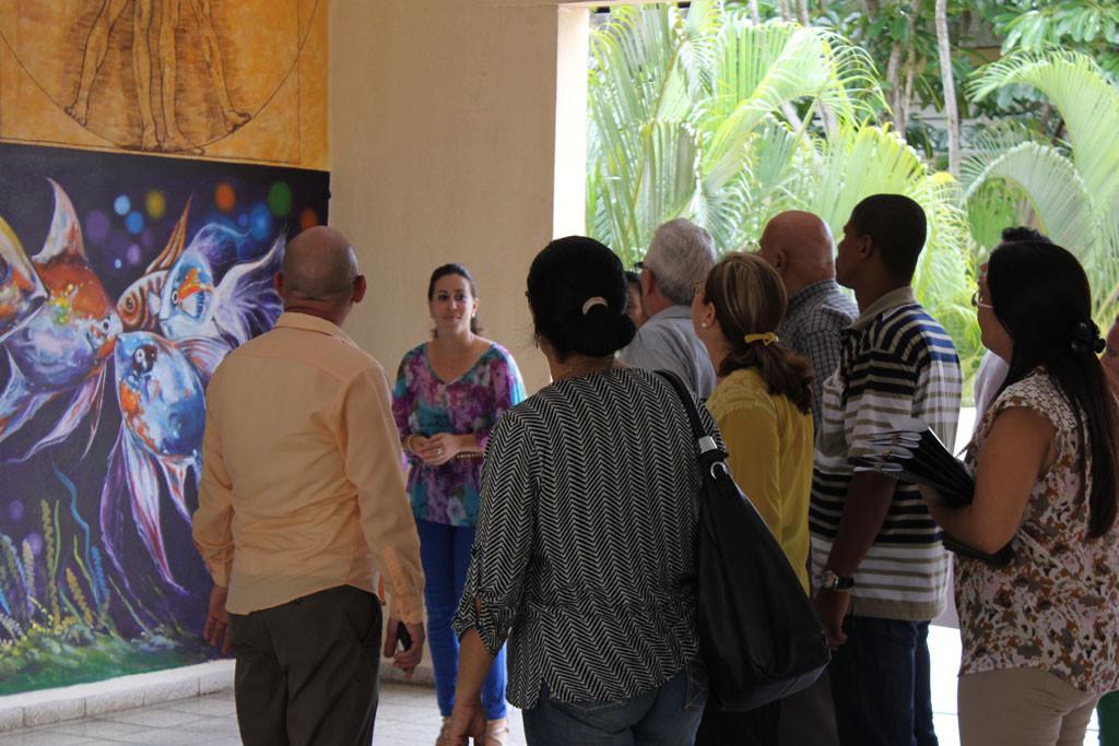 """Especial interés tuvo para los visitantes, el mural """"Isla mía"""", un regalo de estudiantes de la academia """"El Alba"""" a la Facultad de Ciencias Humanísticas. Desarrollado en la sede Celia Sánchez Manduley, el 14 de junio de 2016. Foto:Torralbas"""