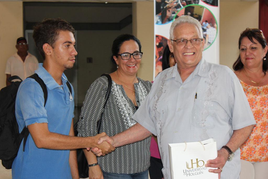 Jóvenes dirigentes de la FEU en el centro estuvieron presentes en el acogedor recibimiento al ministro de Educación Superior. Desarrollado en la sede Celia Sánchez Manduley, el 14 de junio de 2016. Foto:Torralbas
