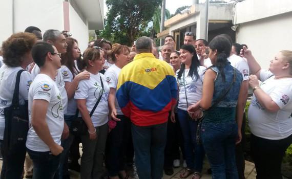 Los colaboradores cubanos en Venezuela rindieron merecido tributo al Comandante en Jefe junto al compañero Diosdado Cabello. Desarrollado en la Embajada de Cuba en Venezuela, el 01 de diciembre de 2016.