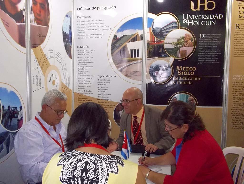 La Universidad de Holguín protagonizó momentos esenciales durante las sesiones del Congreso Universidad 2016, una oportunidad de acceder al desarrollo científico y la innovación tecnológica de las universidades cubanas. Desarrollado en el Palacio de Convenciones de La Habana, en febrero de 2016. UHO FOTO/Yudith Rojas Tamayo