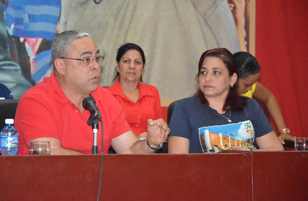 El Primer Secretario del Partido en la provincia intercambió con los jóvenes, haciendo énfasis en la importancia de transformar su comité de base con ideas frescas.