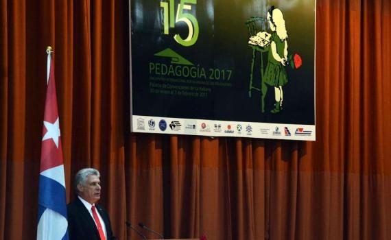 Miguel Díaz-Canel Bermúdez (C), miembro del Buró Político del Comité Central del Partido Comunista de Cuba (BP PCC), y Primer Vicepresidente de los Consejos de Estado y de Ministros, durante su intervención en la clausura del Congreso Internacional Pedagogía 2017, en el Palacio de Convenciones, en La Habana, el 3 de febrero de 2017. ACN FOTO/Marcelino VÁZQUEZ HERNÁNDEZ