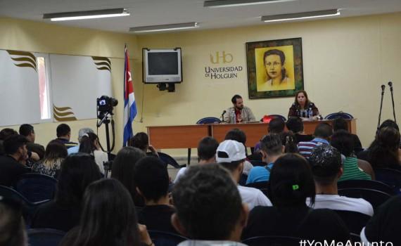 Rosa Miriam Elizalde y David Vázquez durante la Conferencia inaugural de Apunto. UHO FOTO/Yusmel Pérez.