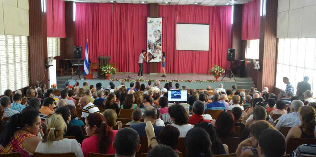 Acto de fin del curso escolar 2016-2017, efectuado en el teatro de la sede José de la Luz y Caballero, de la Universidad de Holguín. UHO FOTO/Luis Ernesto Ruiz Martínez.