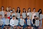 Los egresados muestran sus Títulos al terminar el acto de graduación del Curso Por Encuentro y a Distancia de la Universidad de Holguín. Efectuado el 7 de julio de 2017 en el Teatro Comandante Eddy Suñol de Holguín. UHO FOTO/Luis Ernesto Ruiz Martínez.