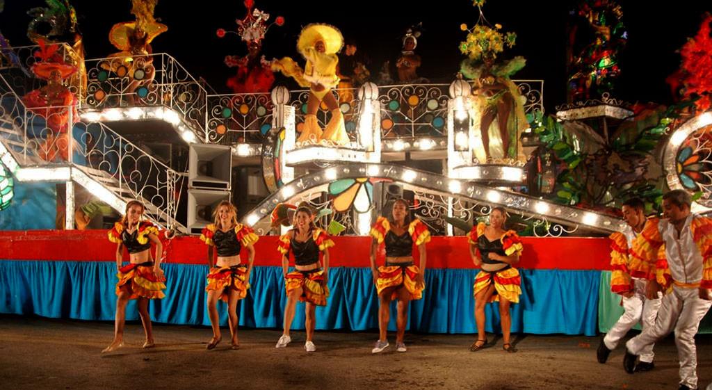 Los estudiantes de la FEU dieron colorido y alegría al Carnaval Holguín 2017.