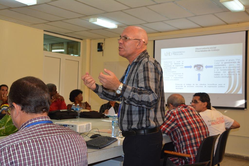 El Dr. C. Reynaldo Velázquez Zaldívar, Rector de la Universidad de Holguín, ofrece detalles sobre preparativos de la institución para el cercano curso escolar. Miércoles 30 de agosto de 2017. UHO FOTO/Luis Ernesto Ruiz Martínez.