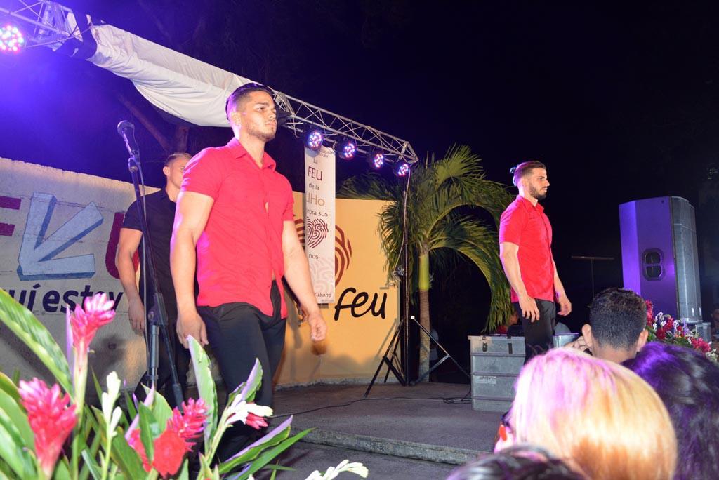 La presentación de los integrantes de la Compañía RecreArte finalizó el acto de entrega del carné de la FEU a estudiantes de primer año de la Universidad de Holguín. Efectuado el 28 de septiembre de 2017 en la Sede Oscar Lucero Moya. UHO FOTO/Luis Ernesto Ruiz Martínez.