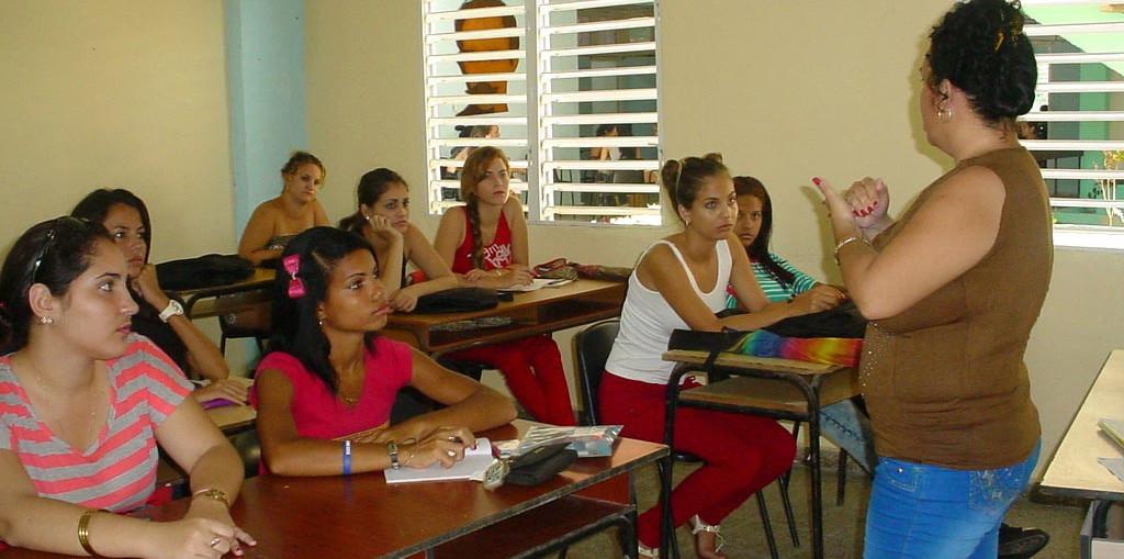 Los estudiantes regresan a las aulas de la Universidad de Holguín tras el paso del Huracán Irma por Cuba. UHO FOTO/Francisco Rojas González.