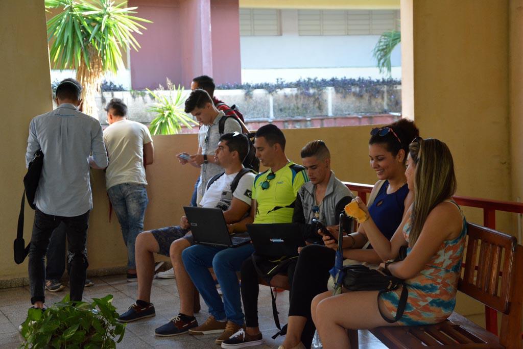 Los estudiantes regresan a las aulas de la Universidad de Holguín tras el paso del Huracán Irma por Cuba.  UHO FOTO/Yusmel Pérez Figueredo.