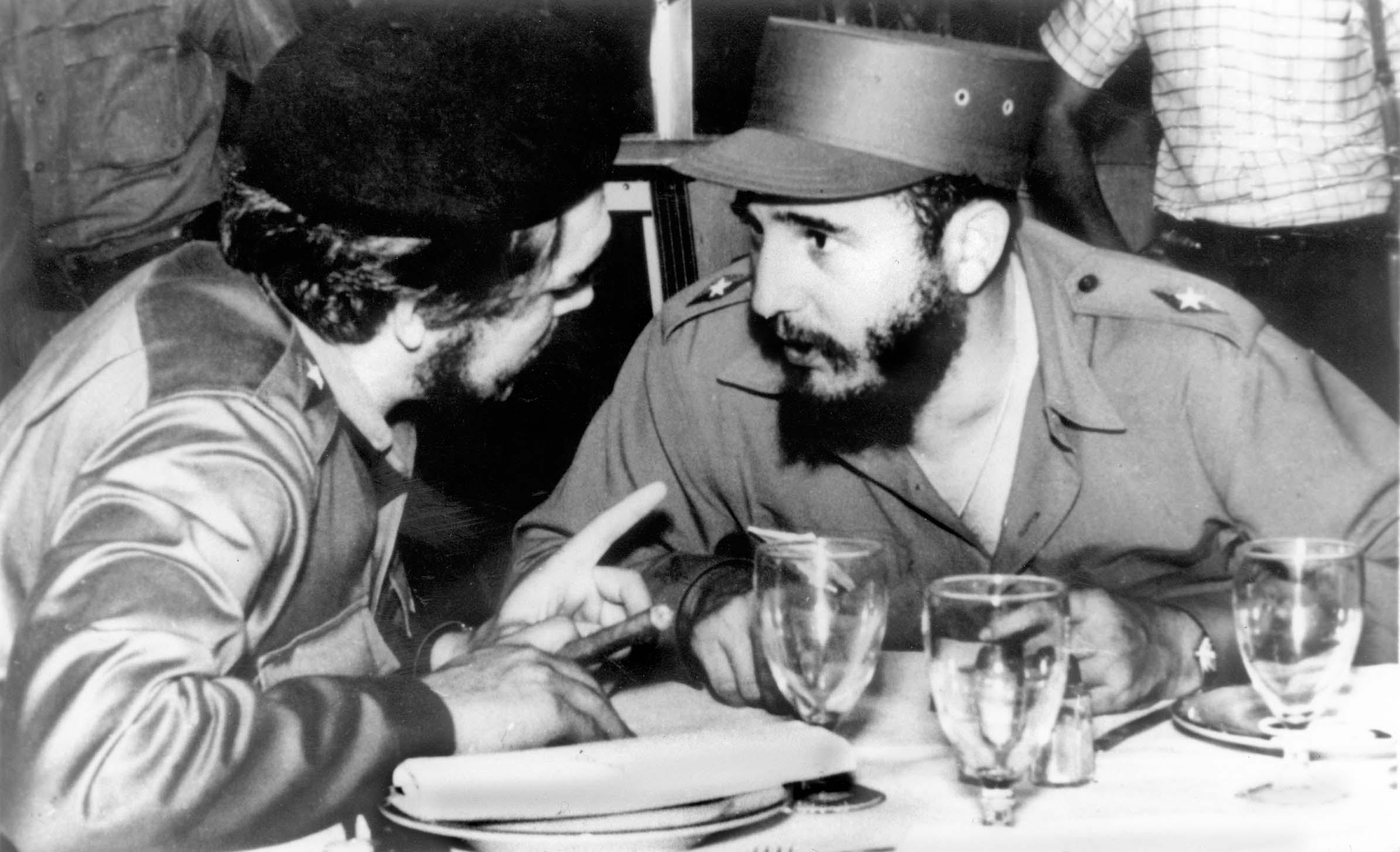 Despedida ofrecida por Fidel Castro al Che antes de la partida a un extenso recorrido por naciones africanas y asiáticas. La Habana 12 de junio de 1959