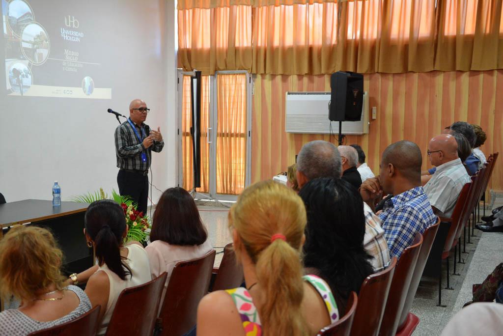 Acto de apertura del proceso de evaluación externa de la Maestría en Contabilidad Gerencial y la Especialidad de Dirección en Instituciones Educativas. UHo FOTO/Luis Ernesto Ruiz Martínez-Dircom.
