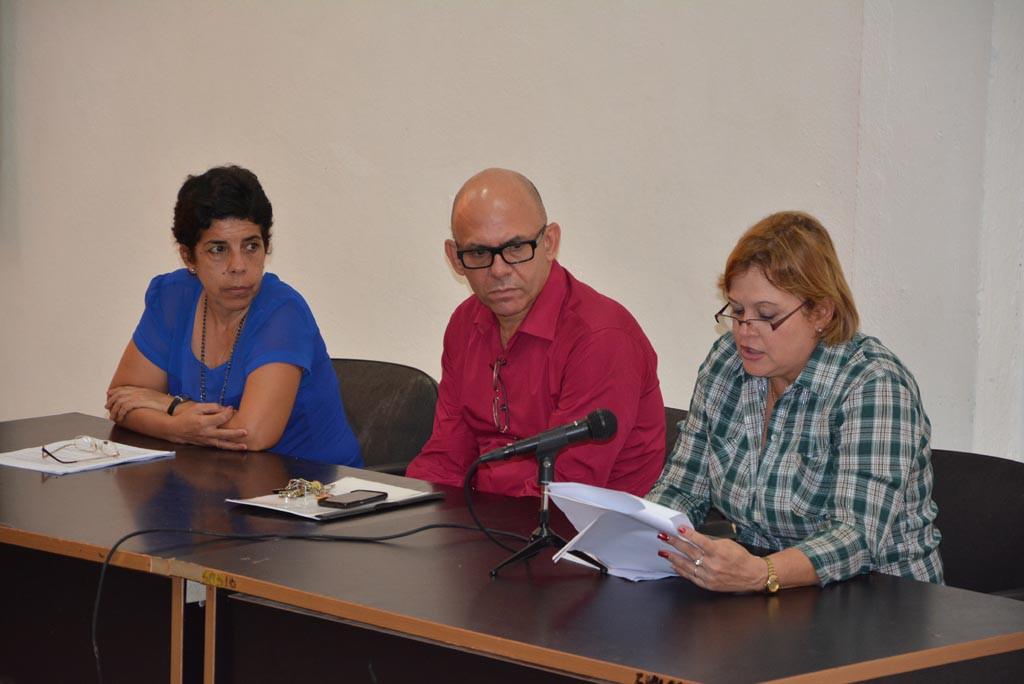 Lectura del Informe de Conclusiones del proceso de evaluación externa de la Especialidad de Dirección en Instituciones Educativas. UHo FOTO/Luis Ernesto Ruiz Martínez-Dircom.