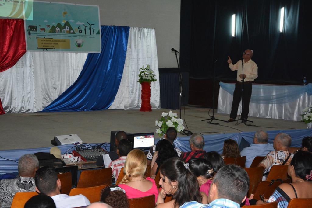 Conferencia magistral impartida por el Dr. C. Reynaldo Velázquez Zaldívar, rector de la Universidad de Holguín. Desarrollado en el municipio de Calixto García, el 18 de noviembre de 2017. Foto/UHo: Yudith Rojas Tamayo