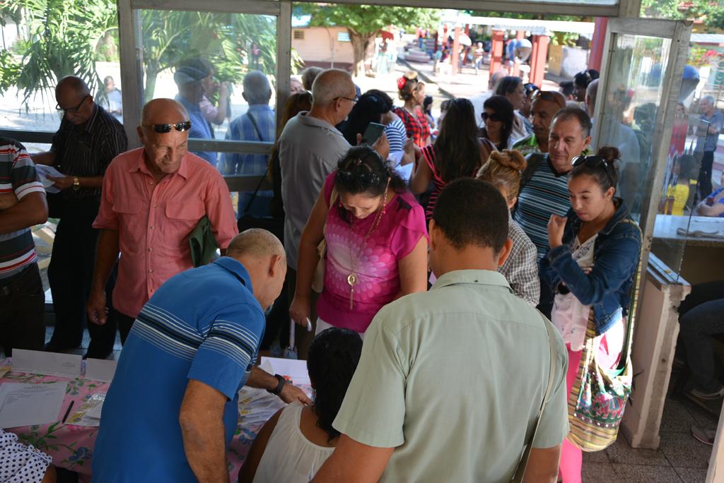 Momentos de la acreditación a los participantes del evento. Desarrollado en el municipio de Calixto García, el 18 de noviembre de 2017. Foto/UHo: Yudith Rojas Tamayo