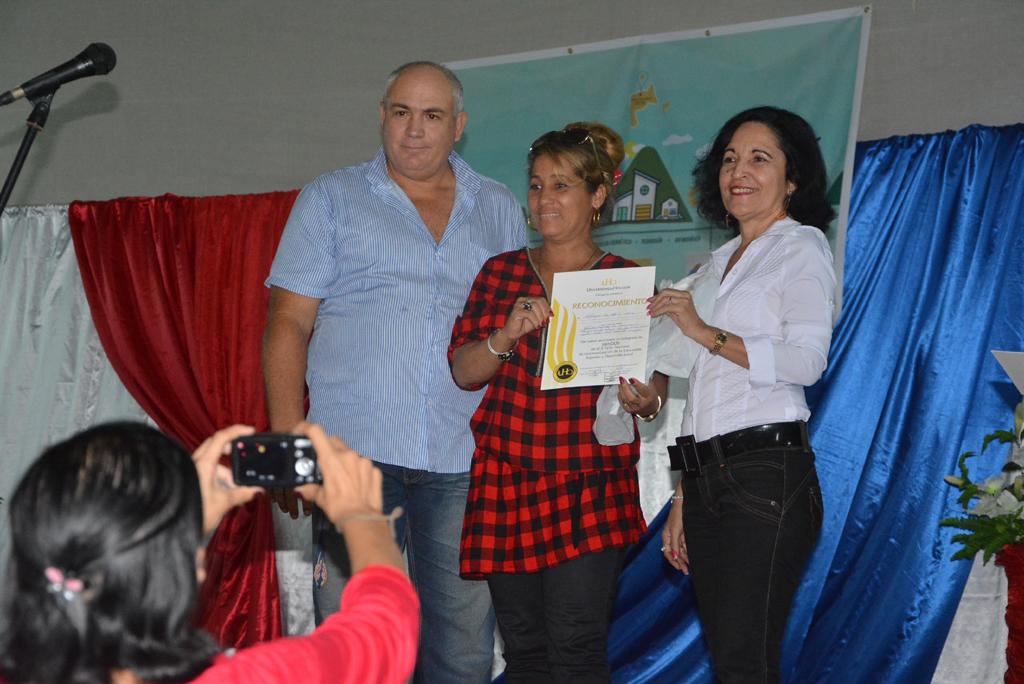 Algunos de los investigadores premiados en el Taller Nacional. Desarrollado en el municipio de Calixto García, el 18 de noviembre de 2017. Foto/UHo: Yudith Rojas Tamayo