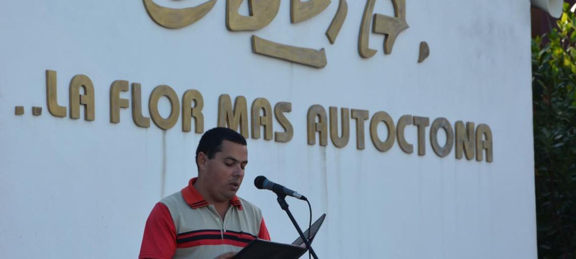 El profesor Víctor Aguilera Nonel rememora momentos importantes de la vida de Camilo Cienfuegos en el acto efectuado efectuado en la sede Celia Sánchez Manduley, el 6 de febrero de 2018. UHO FOTO/Luis Ernesto Ruiz Martínez.