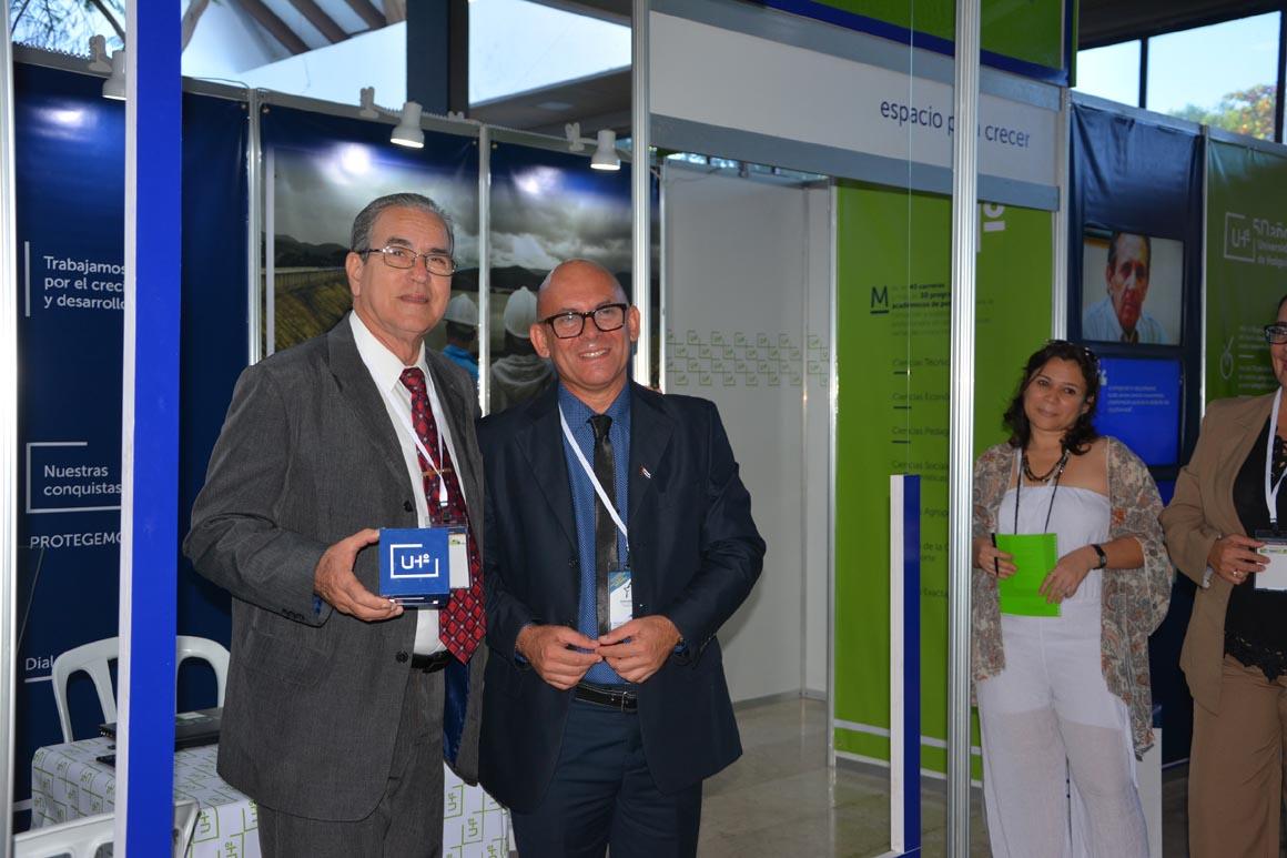 Visita del Dr. C. José Ramón Saborido Laudy, Ministro de Educación Superior, al stand de la Universidad de Holguín en el Onceno Congreso Internacional Universidad 2018. UHO FOTO/Yani Martínez.