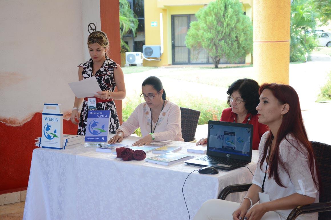 Presentación del libro Memorias de Wefla. UHo FOTO/Torralbas.