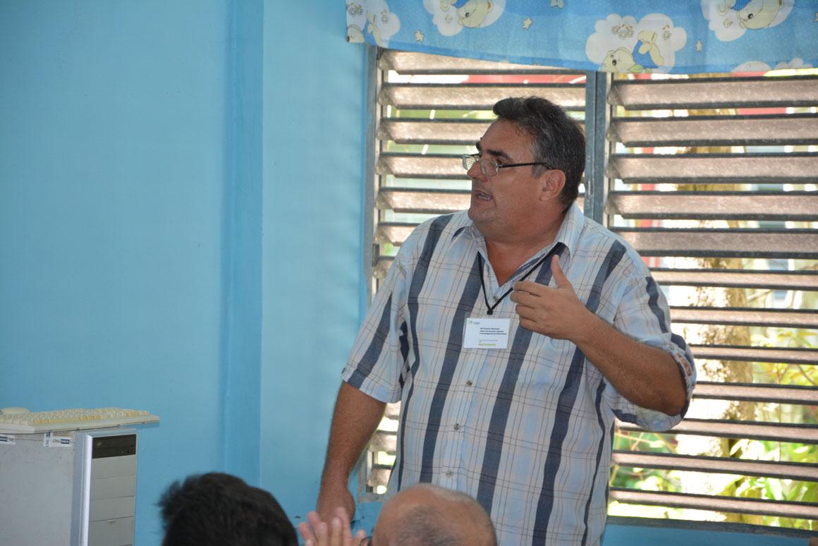 El Dr. C. Luis Anibal Alonso Betancourt imparte una de las conferencias especilizadas en el VIII Evento Nacional de Formación laboral e investigaciones educativas, organizado por la  Universidad de Holguín, que sesiona en la sede José de la Luz y Caballero  UHo FOTO/Luis Ernesto Ruiz Martínez.