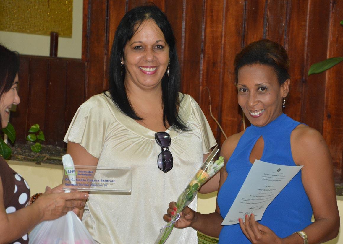 Nadia Chávez Zaldívar recibe su Título de Doctor en Ciencias, en acto efectuado en la sede José de la Luz y Caballero de la Universidad de Holguín, el 30 de mayo de 2018. UHo FOTO/Luis Ernesto Ruiz Martínez.