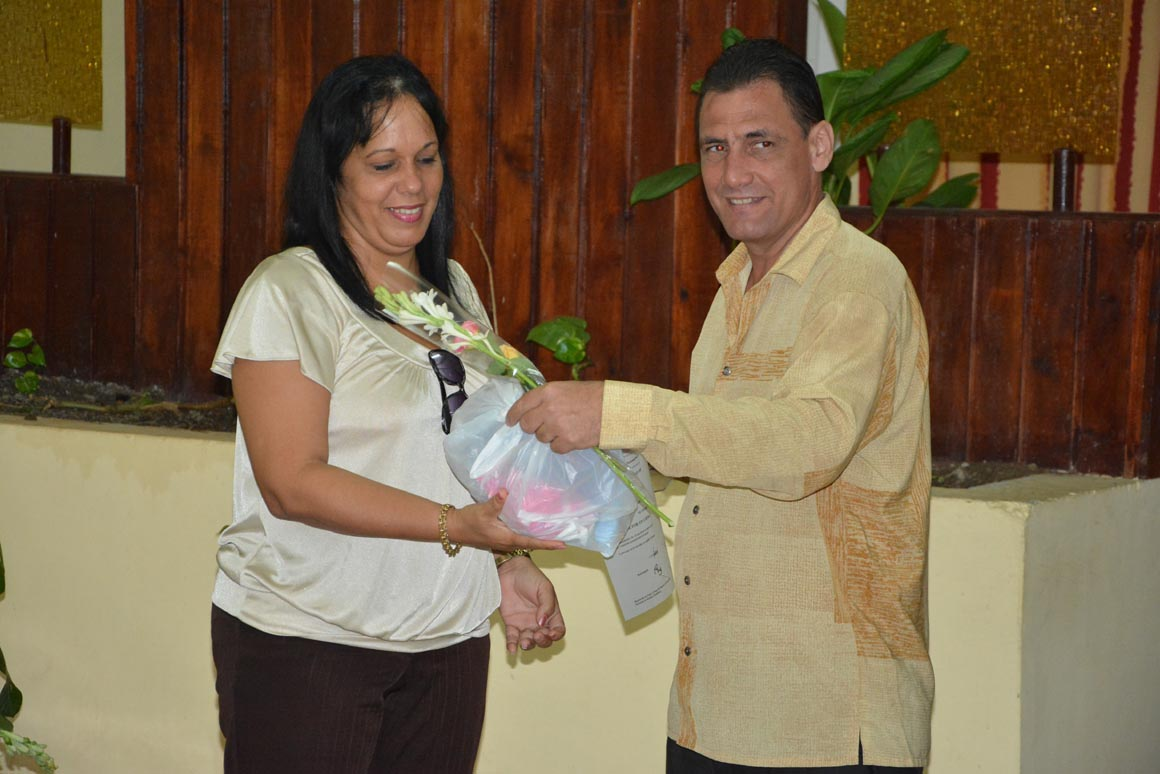José Antonio Ramírez Batista recibe su Título de Doctor en Ciencias, en acto efectuado en la sede José de la Luz y Caballero de la Universidad de Holguín, el 30 de mayo de 2018. UHo FOTO/Luis Ernesto Ruiz Martínez.