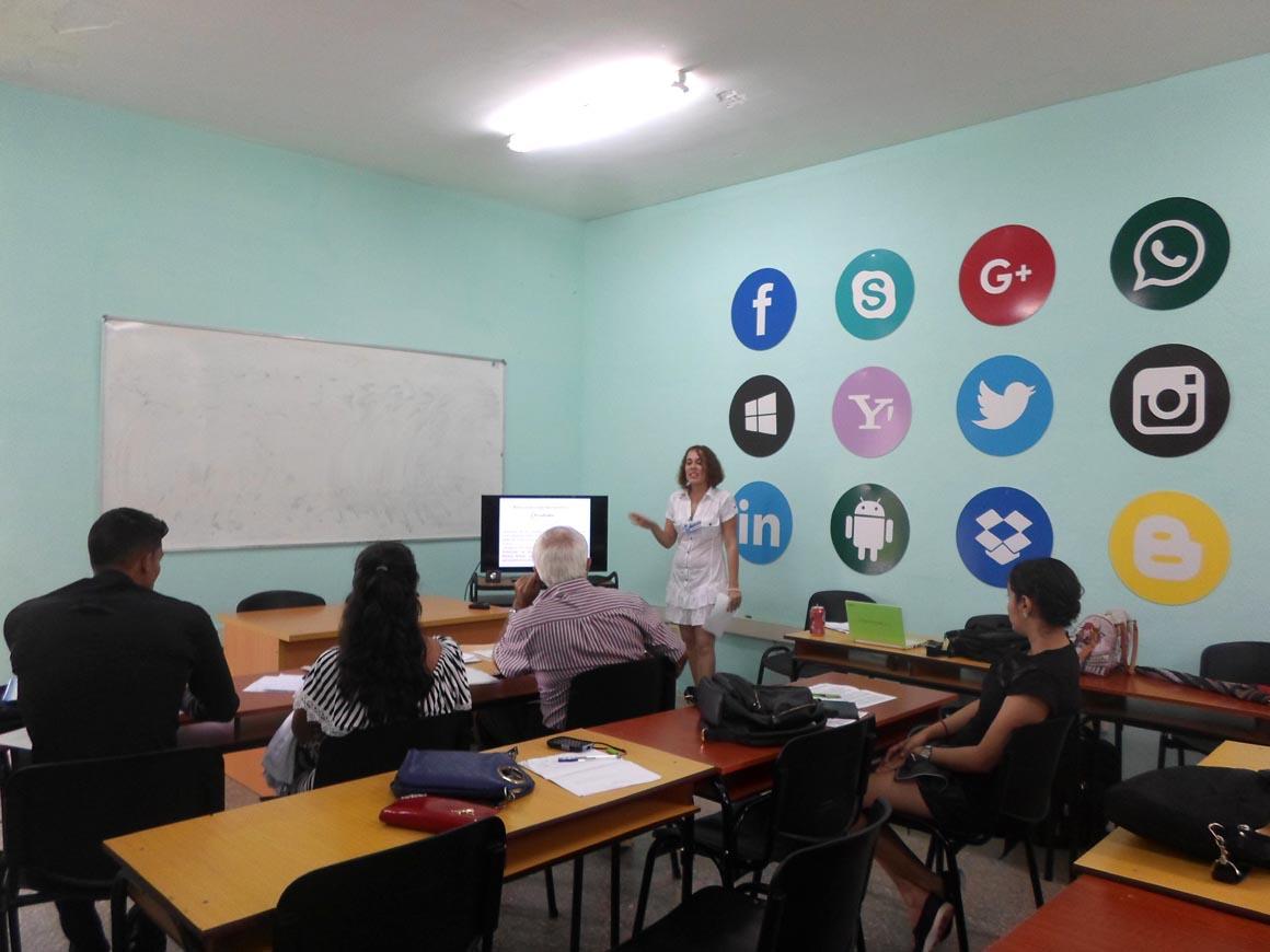 En la Comisión 7 se debatió sobre la gestión de la comunicación en función del desarrollo local, el fortalecimiento de la identidad y los valores. UHo Foto/Heidi Marlén Viguera Ferras.