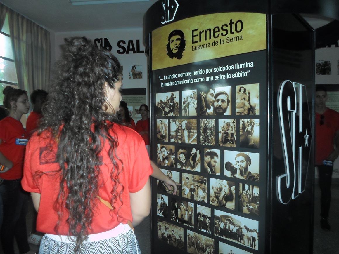 """Recorrido por la Sala de Historia de la Universidad Central """"Marta Abreu"""" de Las Villas. UHo Foto/Heidi Marlén Viguera Ferras."""