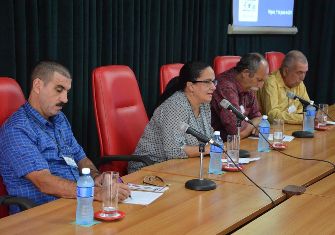 Ana de Lourdes Torralbas, Directora General de la Universidad de Holguín, inaugura oficialmente el Cuarto Taller Nacional sobre estudios de Dirección, efectuado en Expo Holguín los días 1 y 2 de junio de 2018. UHo FOTO/Luis Ernesto Ruiz Martínez.