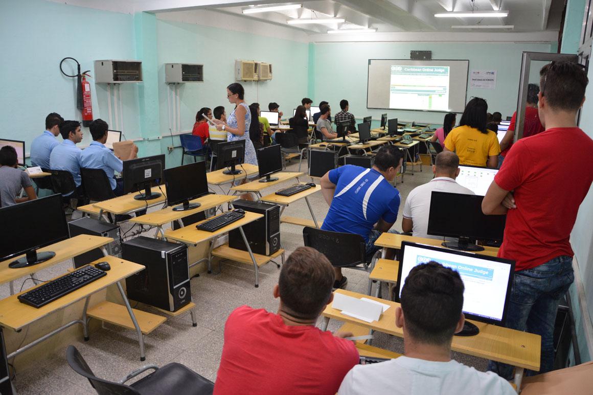 Competencia de práctica en la Final Nacional ACM-ICPC, subsede UHo. Desarrollada el sábado 6 de octubre en la sede Oscar Lucero Moya. UHo FOTO/Luis Ernesto Ruiz Martínez.