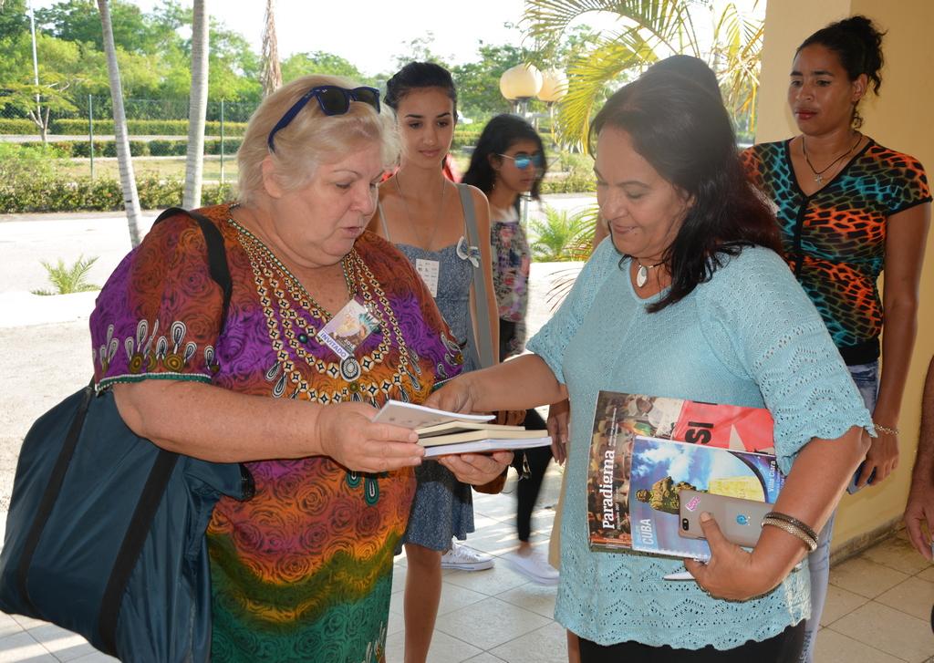 Aleida Guevara comparte con estudiantes y profesores de la Universidad de Holguin en el marco de la Fiesta Iberoamericana