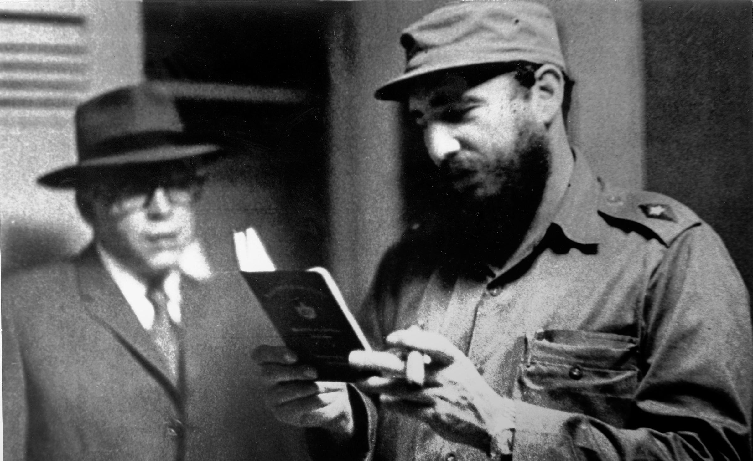 Acompañando al Comandante Ernesto Guevara ante su partida hacia el Congo. La Habana, 31 de marzo de 1965. Foto tomada por Osmany Cienfuegos Gorriarán.