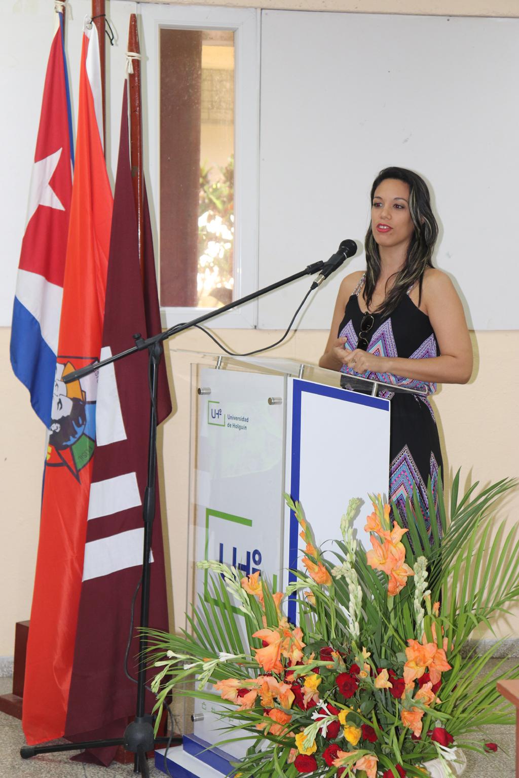 Palabras de felicitación de la representante de la Cámara de Comercio en Holguín, durante la firma de convenio marco de colaboración con la UHo. Desarrollado en la sede Celia Sánchez Manduley, el 01 de noviembre de 2018-UHO/Foto: Yudith Rojas Tamayo