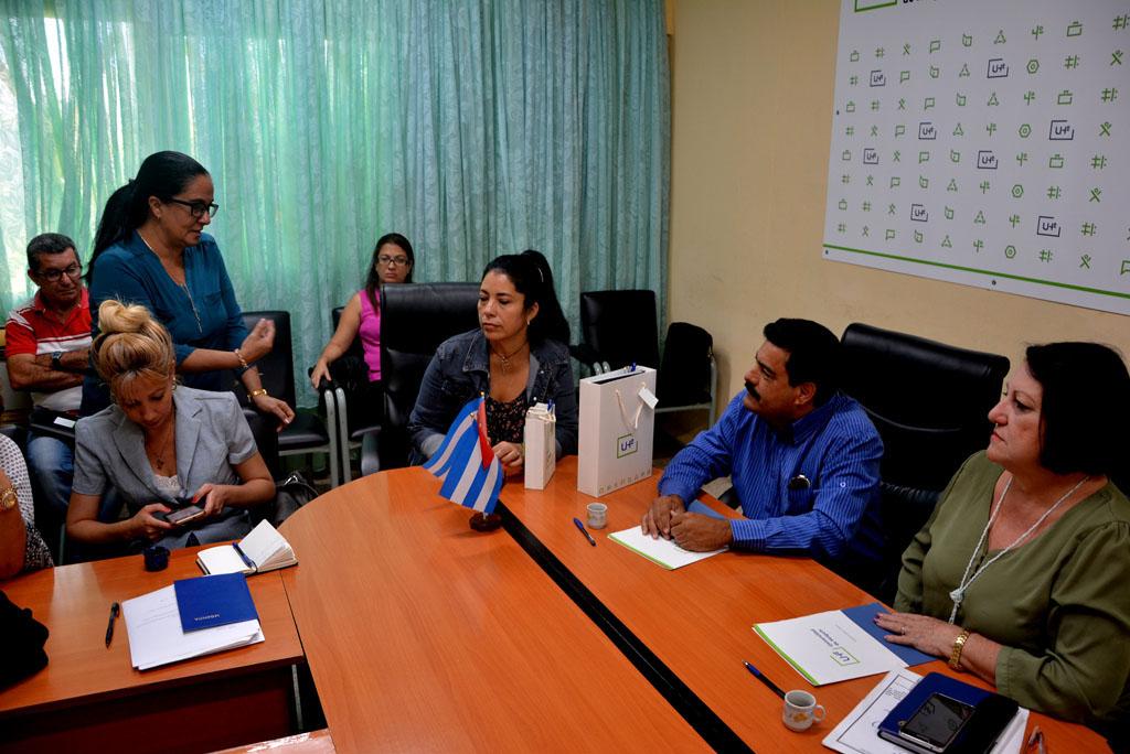 Firma de Convenio de Trabajo entre el Centro Provincial de Vialidad y la Universidad de Holguín, efectuada en la sede Celia Sánchez Manduley, el 3 de abril de 2019. UHo FOTO/Luis Ernesto Ruiz Martínez.