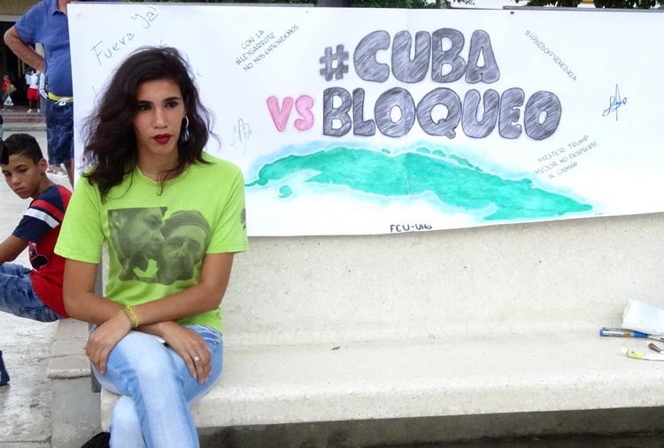 Estudiantes en el Abrazo contra el bloqueo-1