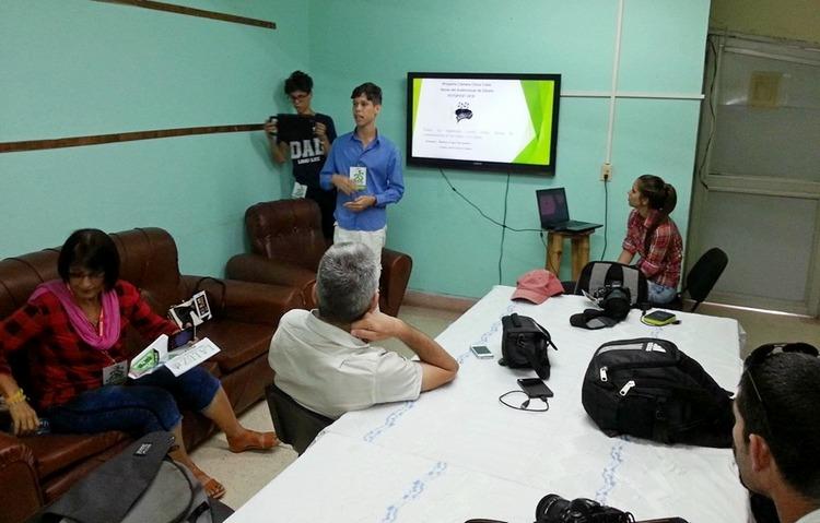 Lázaro, estudiante de Periodismo en evento Fotofest