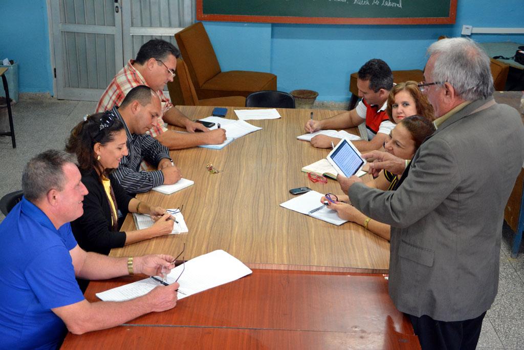 La evaluación del impacto de la formación laboral en la formación de los Profesionales de la Educación, dirigido por Dr. C. Prudencio Alberto Leyva Figueredo, es otro de los proyectos con mayor impacto de la UHo. Foto: Luis Ernesto Ruiz Martínez.