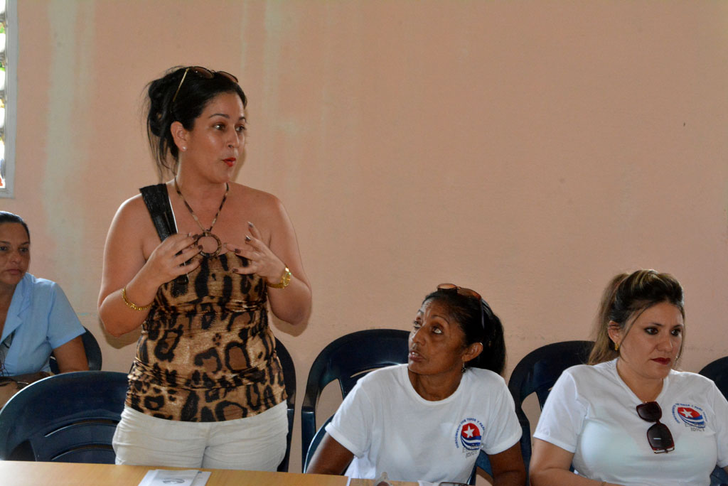 Intercambio de docentes y directivos de la UHo, con representantes de Ecured, Joven Club, CIGET y el IDICT. UHo FOTO/Luis Ernesto Ruiz Martínez.