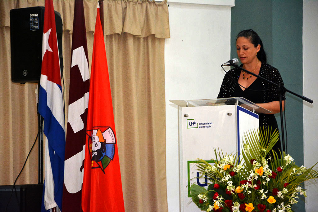 Dr. C. Lidia María Pérez Vallejo, exDecana de la Facultad de Ciencias Empresariales y Administración, interviene en uno de los actos de Graduación de la Universidad de Holguín, desarrollada en la sede José de la Luz y Caballero, del 3 al 5 de julio de 2019. UHo FOTO/Luis Ernesto Ruiz Martínez.