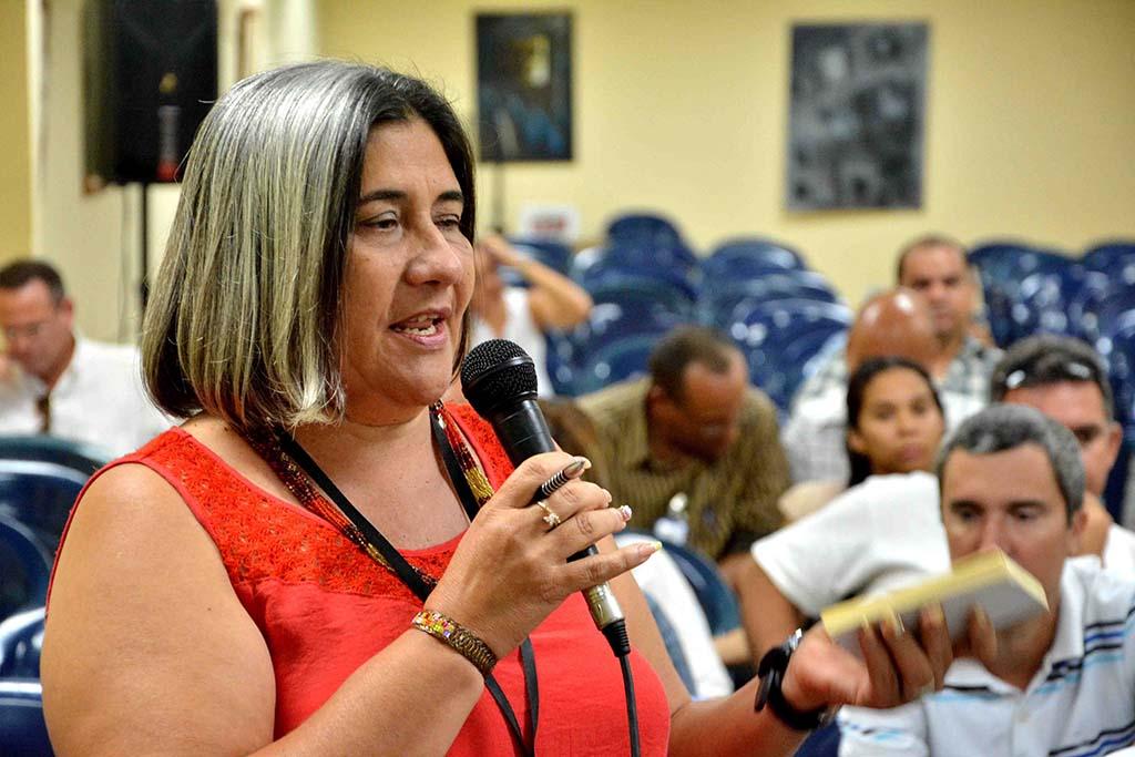 María Eugenia Torres, especialista principal de la Delegación del CITMA, interviene en el Primer Taller Universidad-Empresa, desarrollado en la sede Celia Sánchez Manduley, de la Universidad de Holguín, el 17 de julio de 2019. UHo FOTO/Luis Ernesto Ruiz Martínez.