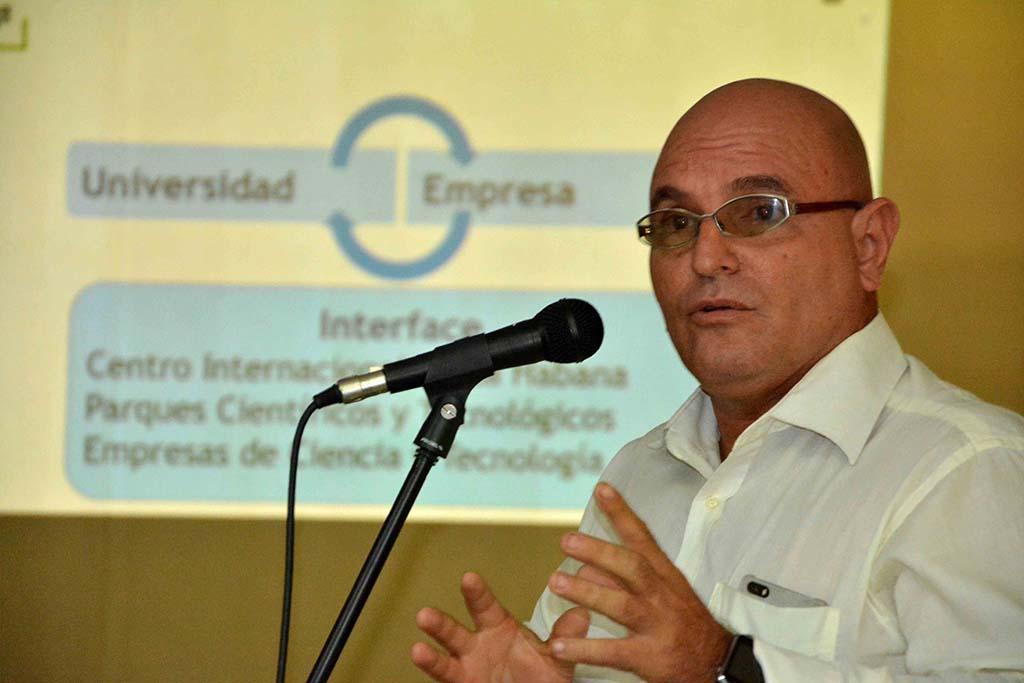 Dr. C. Jorge Luis Torres Díaz, Vicerrector de la UHo, participa en el el Primer Taller Universidad-Empresa, desarrollado en la sede Celia Sánchez Manduley, de la Universidad de Holguín, el 17 de julio de 2019. UHo FOTO/Luis Ernesto Ruiz Martínez.