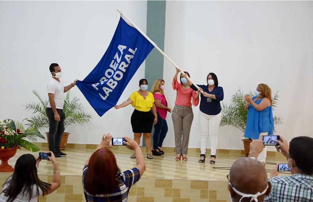 La Central de Trabajadores de Cuba (CTC) entrega Bandera de Proeza Laboral a la Universidad de Holguín. Sede José de la Luz y Caballero, lunes 22 de febrero de 2021. UHo FOTO/Luis Ernesto Ruiz Martínez.