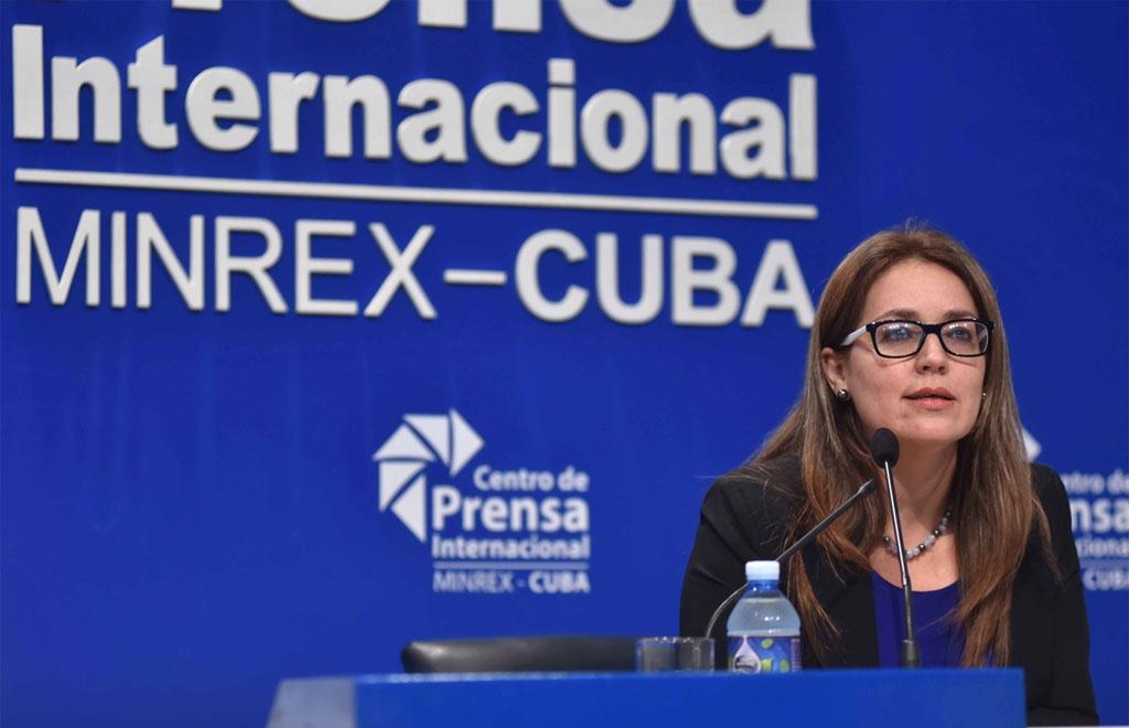 Yaira Jiménez Roig, directora de Comunicación e Imagen del Ministerio de Relaciones Exteriores de Cuba (MINREX), ofrece información sobre los hechos ocurridos la tarde de este jueves en la sede de la cancillería, en La Habana, Cuba, el 19 de marzo de 2021. ACN FOTO/Omara GARCÍA MEDEROS